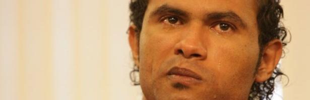 O goleiro Bruno Souza chora durante depoimento na Comissão de Direitos Humanos da Assembleia Legislativa de Minas Gerais, em Belo Horizonte. O goleiro presta depoimento sobre a suposta tentativa de extorsão que teria sido feita por juíza