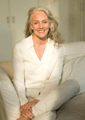 Cindy Joseph, a americana que tem carreira de modelo aos 60 sem botox ou plástica