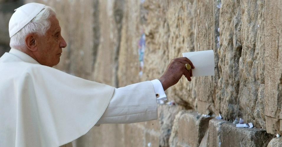 Até o papa Bento 16 já colocou um bilhete no Muro das Lamentações