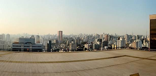 Tempo seco forma camada de poluição em São Paulo; <b>clique e veja imagem em 360º</b> - Flávio Florido/UOL