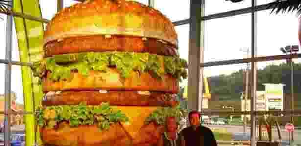 Maior Big Mac do mundo fica num McDonald