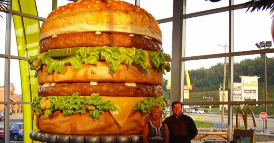 Maior Big Mac do mundo fica num McDonald's de Huntington, na Pensilvânia (Estados Unidos)