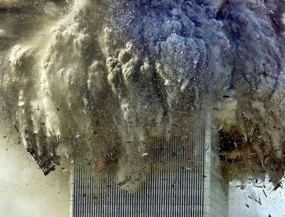 Resultado de imagem para As Torres Gêmeas - ataque terrorista em 12 de setembro