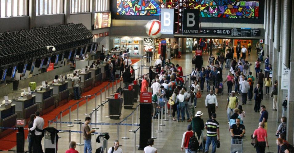 Saguão do aeroporto de Guarulhos (SP); as obras do terceiro terminal do aeroporto foram suspensas pela Justiça