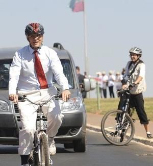 Senador Eduardo Suplicy pedalou de casa ao Congresso para divulgar a Semana da Mobilidade e o Dia Mundial Sem Carro, comemorados em 22 de setembro