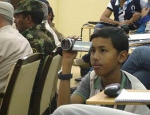 Malek Mohamed, de 14 anos, é o jornalista mais jovem da Líbia