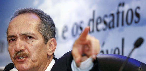 Impasse no estádio em Porto Alegre precisa ser resolvido, diz Rebelo