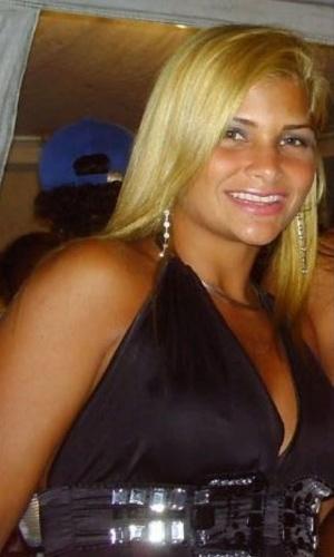A polícia do Rio de Janeiro tenta descobrir a partir de denúncias anônimas o esconderijo de Danúbia de Souza Rangel, 27, namorada do ex-chefe do tráfico de drogas na Rocinha, Antônio Bonfim Lopes, o Nem, preso na semana passada.