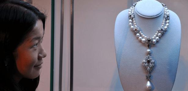 """""""La Pelegrina"""", colar de pérolas naturais e cultivadas que foi de Elizabeth Taylor, vai a leilão entre 3 e 16 de novembro; valor mínimo é de US$ 2 milhões"""