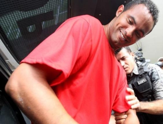 O goleiro Bruno Fernandes chega no Departamento Estadual de Operações Especiais (Deoesp), na Gameleira, em Belo Horizonte, para prestar depoimento