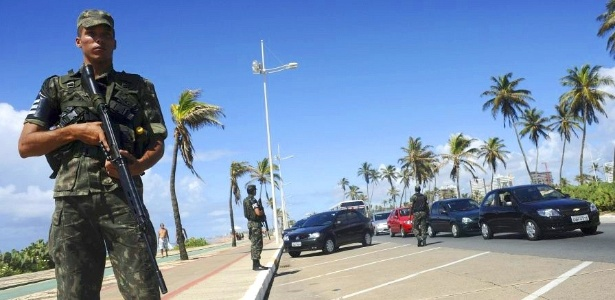 Ex-PM flagrado em gravação com líder de movimento grevista na Bahia é preso  - Brasil - BOL Notícias 2701065c904