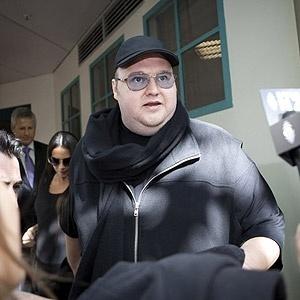 Kim Dotcom, criador do Megaupload, foi preso, passou um mês na prisão e foi solto após fiança