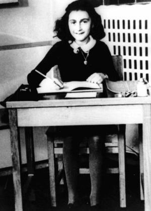Anne Frank em imagem rara de sua infância - AP