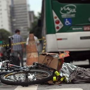 Bicicleta de Juliana Dias, atropelada na avenida Paulista: desproporção dos veículos é total - Anderson Barbosa / Fotoarena