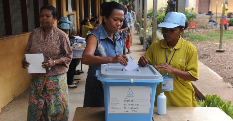 Timorenses votam, neste sábado (17), em um centro de votação em Dili, capital do país, para eleger novo presidente do Timor-Leste