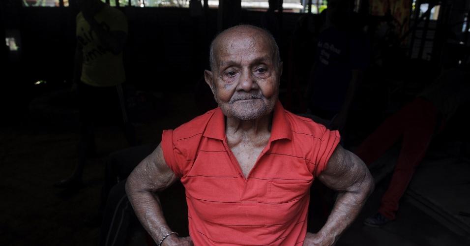 Manohar Aich está prestes a completar um século de vida e ainda mantém forma física enquanto malha em Calcutá, Índia.  Aich foi vencedor do concurso Mister Universo em 1952