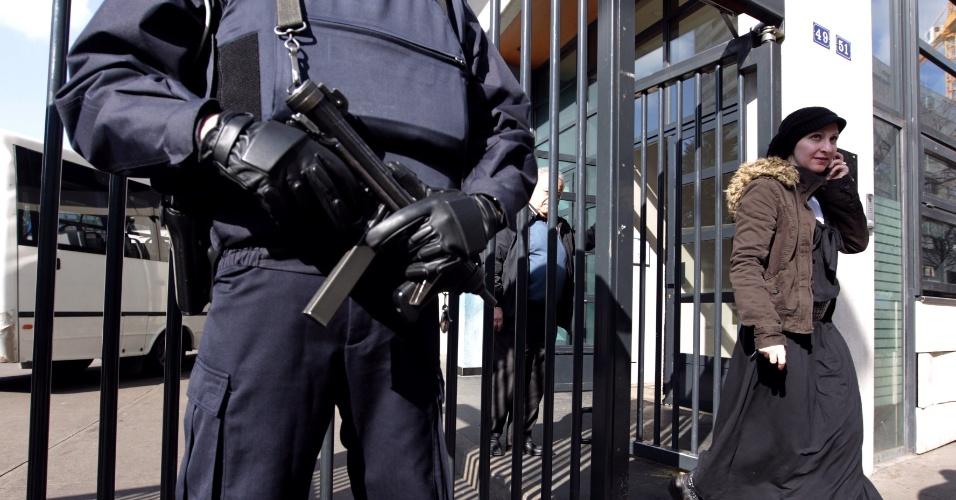 Polícia francesa reforça proteção a um jardim de infância judaico em Paris