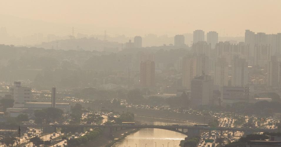 Verão na capital paulista termina com tempo seco. Na foto, efeitos do clima são vistos na marginal Tietê, zona oeste de São Paulo