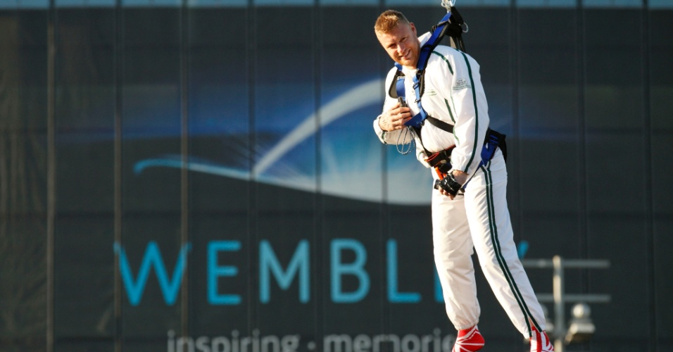 Um ex-jogador da seleção inglesa de críquete tenta bater 12 recordes mundiais em 12 horas