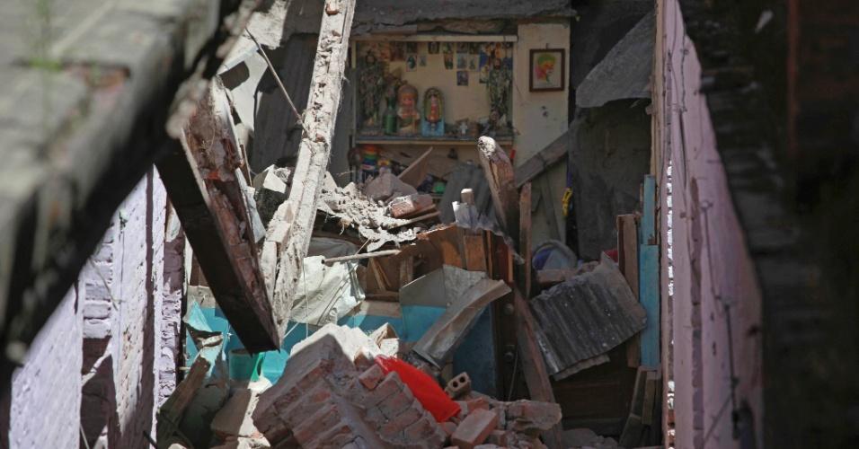 Escombros são vistos dentro de uma casa após um muro desabar com o terremoto que atingiu a Cidade do México