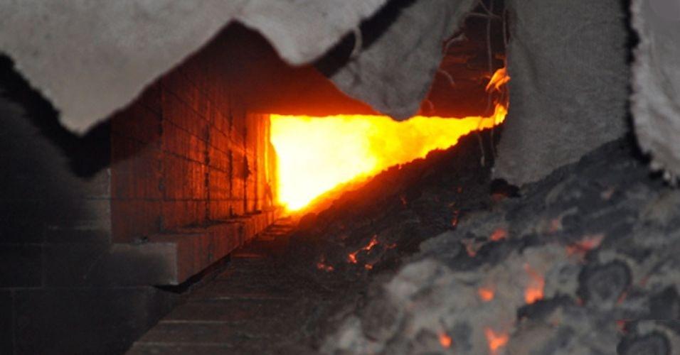 Foi encontrado nas dependências da enorme planta industrial da empresa de carvão First Carbon Technologies, da Carbonyx Technologies, o maior forno túnel do mundo. De acordo com o site do Livro dos Recordes, o túnel -- que fica próxima a Dahej, no Estado de Gujarat, na Índia -- mede 219,46 metros e pode alcançar até 1300 graus celsius para transformar o carvão bruto em um substituto, conhecido como cokonyk