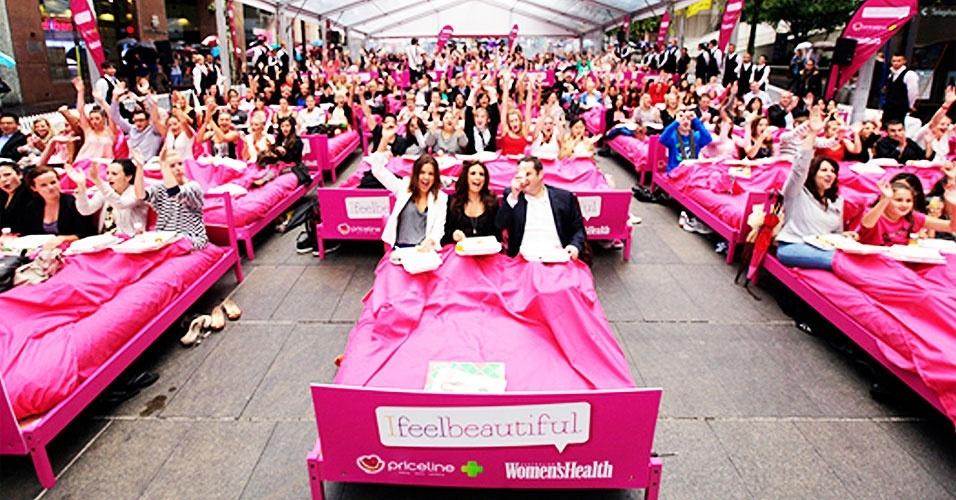 Numa manhã não tão preguiçosa na cidade de Sydney, na Austrália, 289 pessoas preencheram 85 camas para estabelecer um novo recorde mundial: o maior número de pessoas tomando café da manhã ao mesmo tempo