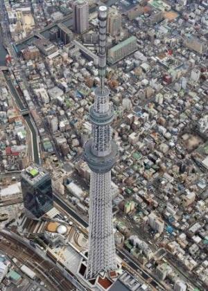 O Japão concluiu a construção da Tokyo Sky Tree, reconhecida como a torre mais alta do mundo Livro Guinness dos Recordes em 2011, no dia 29 de fevereiro. A torre com 634 metros de altura está localizada na capital japonesa