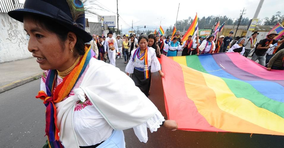 Indígenas equatorianos dão continuidade, em Quito, no Equador, a marcha em protesto contra projetos de mineração na Amazônia