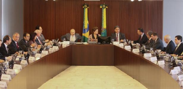 Dilma e ministros no Planalto: 5 ex-membros de sua equipe votaram pelo impeachment