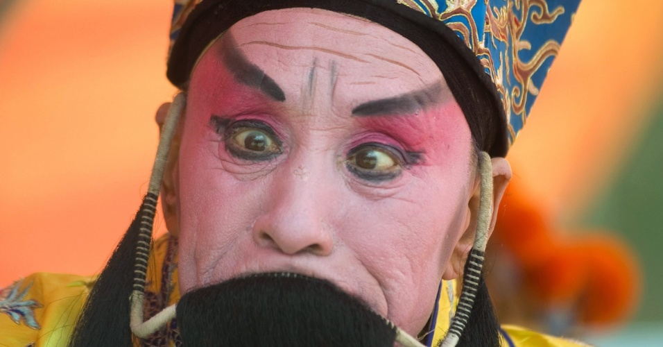 Ator chinês participa de ópera na cidade de Jinan, na China