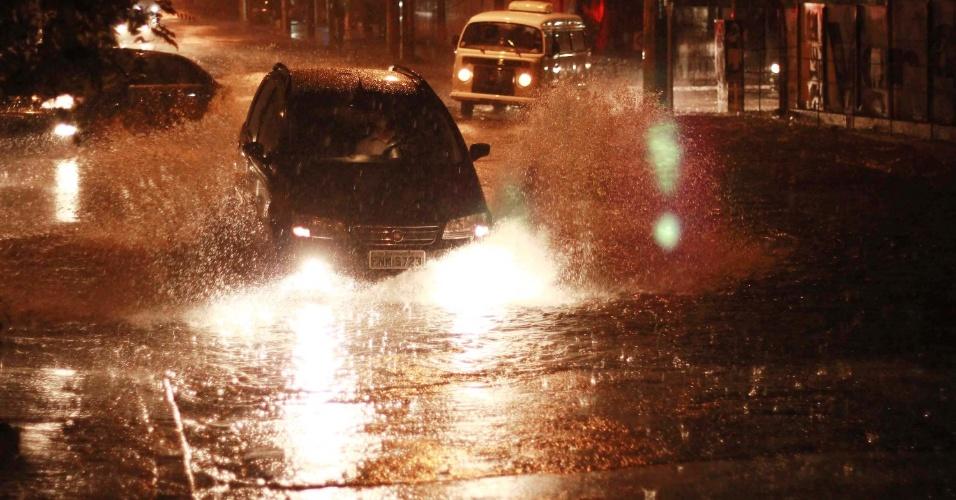 Forte chuva em São Paulo causa alagamentos na zona sul