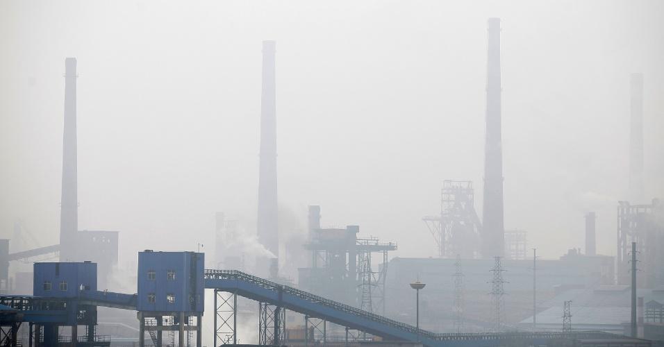 Foto mostra poluição na cidade de Wuhan, na província chinesa de Hubei