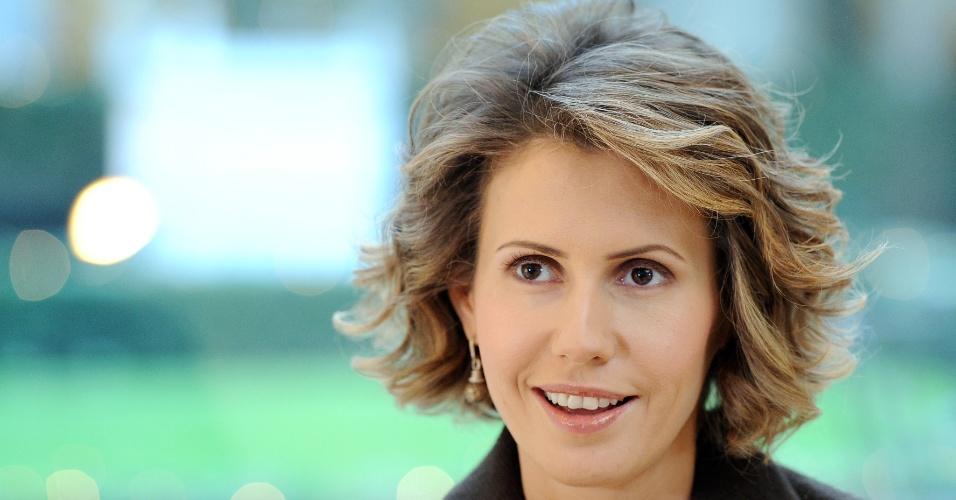 Ministros do Exterior da União Europeia resolveram impor uma série de sanções contra Asma al-Assad, esposa do presidente sírio, Bashar al-Assad