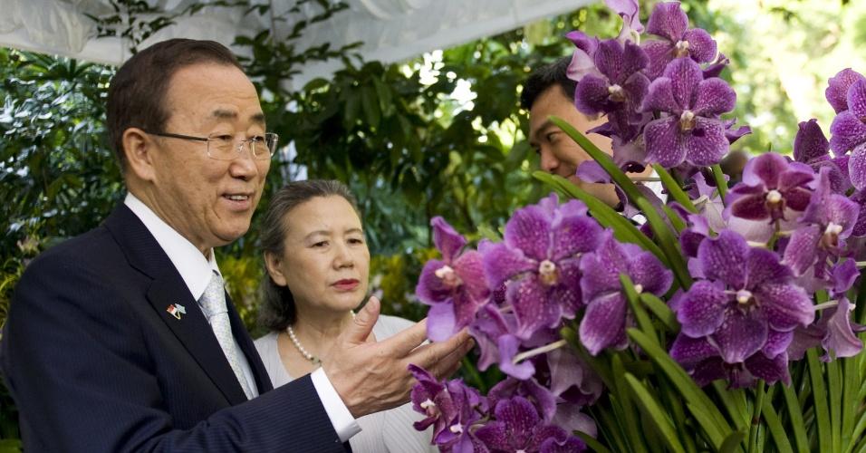 O secretário-geral da ONU, Ban Ki-moon, e sua mulher, Yoo Soon-taek, participam de cerimônia de nomeação de híbrido de orquídea em sua homenagem no Jardim Nacional das Orquídeas de Cingapura