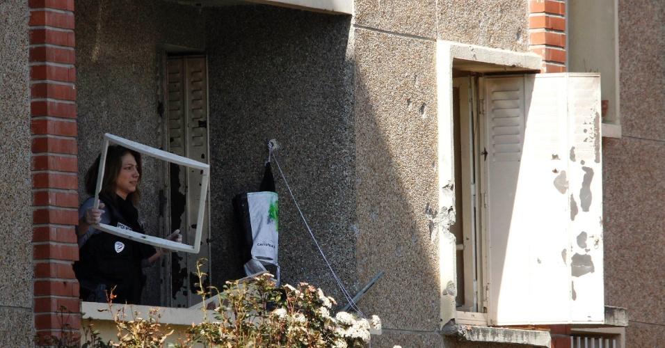 Policial inspeciona apartamento de Mohamed Merah