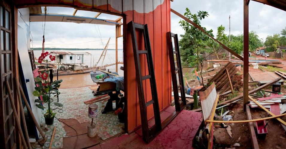 Após a abertura das comportas da hidrelétrica de Santo Antônio, em Rondônia, 600 moradores deixaram suas casas às pressas diante da força das águas do rio Madeira, entre dezembro de 2011 e janeiro deste ano