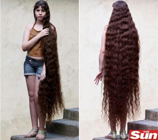 A brasileira Natasha Moraes de Andrade, que tem o cabelo 2 cm menor que sua altura, que é 1,59 m
