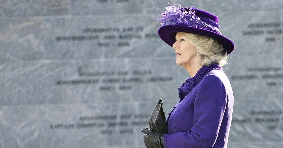 Camilla Parker Bowles, mulher do príncipe Charles da Inglaterra, caminha em Kastellet, em Copenhague, na Dinamarca, durante visita à cidade