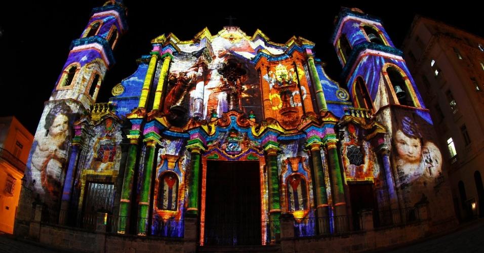 Catedral de Havana é iluminado pelo artista italiano Gaspare Di Caro