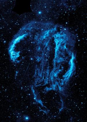 Emaranhados de poeira e gás são vistos na imagem, divulgada pela Nasa (agência espacial americana), da nebulosa de Cygnus Loop