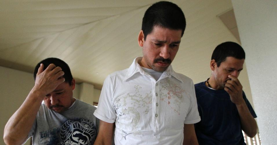 Irmãos mexicanos chegam a tribunal em Kuala Lumbpur, na Malásia