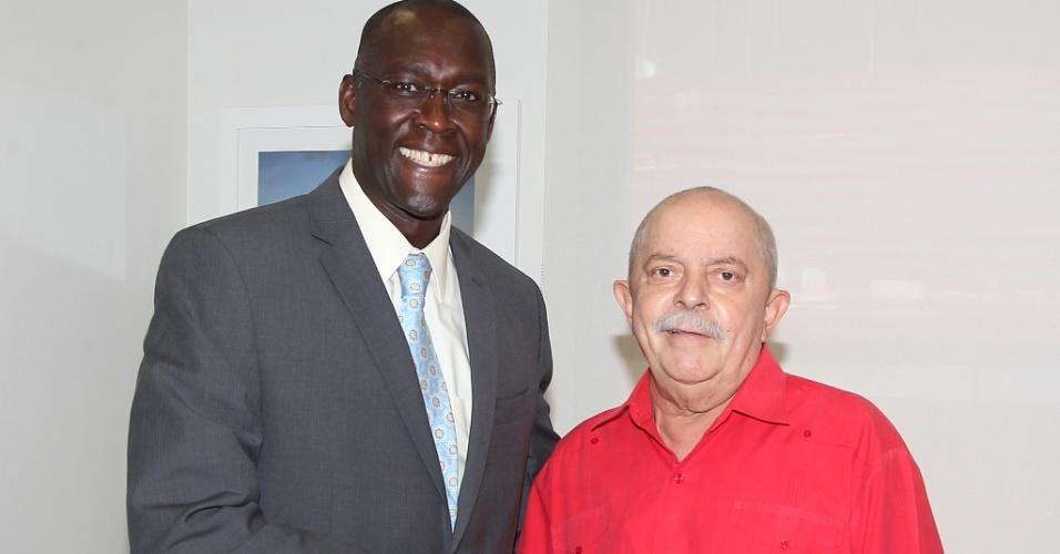 O economista senegalês Makhtar Diop, diretor do Banco Mundial para o Brasil, visitou o ex-presidente Luiz Inácio Lula da Silva