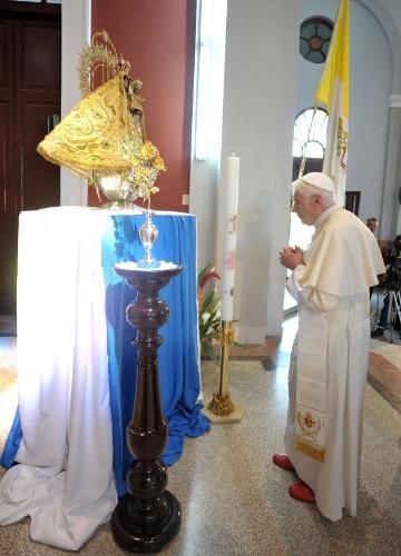 Antes de embarcar para Havana, o papa Bento 16 reza visitou nesta terça-feira (27) o Santuário de Nossa Senhora da Caridade do Cobre, em Santiago de Cuba