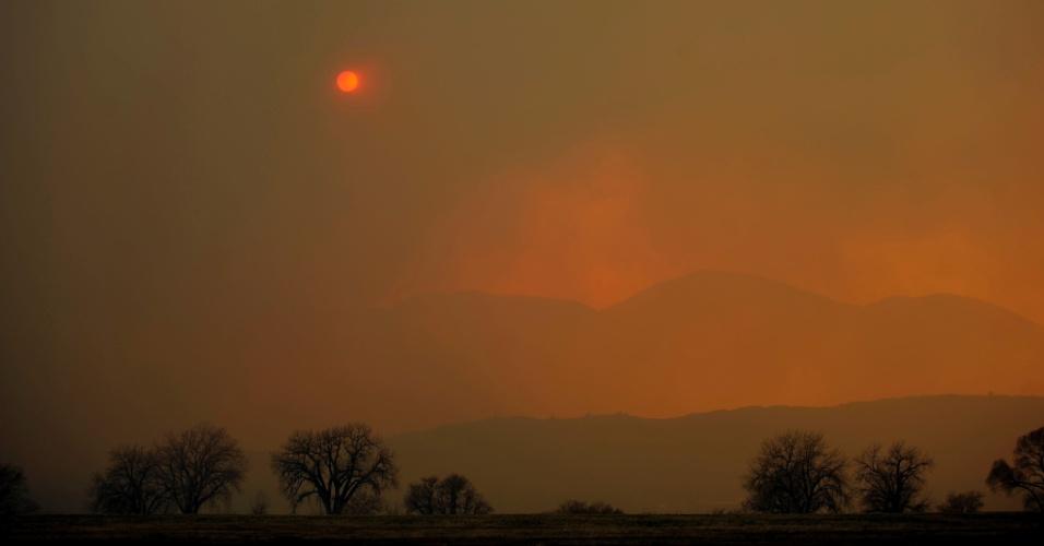 Foto mostra fumaça de incêndio no Colorado, nos Estados Unidos