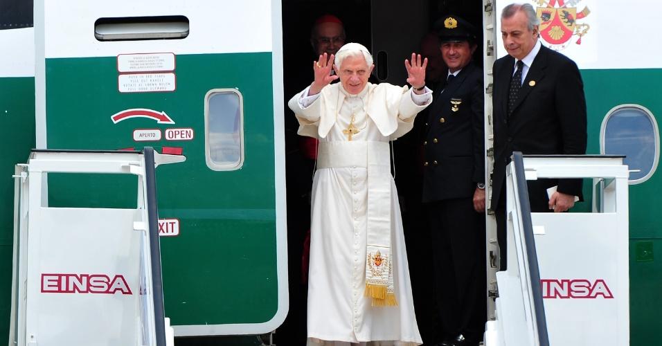 Papa desembarca em Havana, Cuba