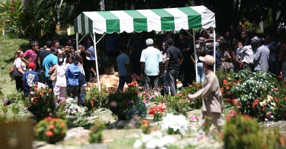 Corpo de Priscila Boliveira é enterrado na manhã desta quarta-feira (28), no cemitério Jardim da Saudade, em Salvador