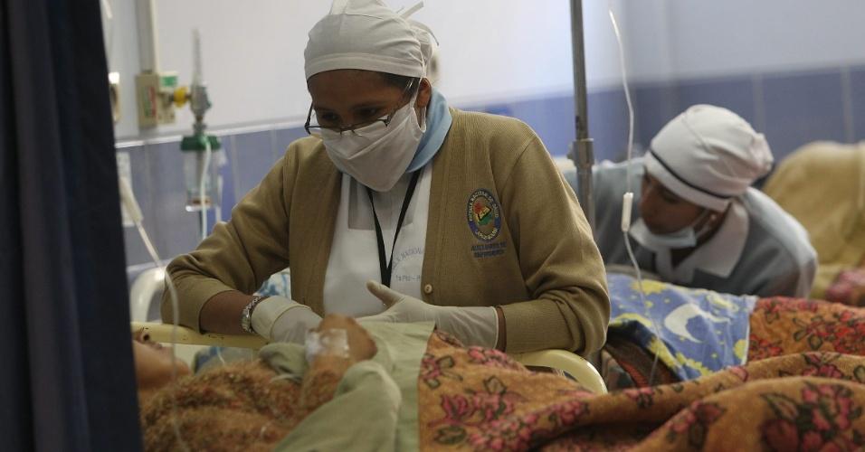 Enfermeiras bolivianas prestam serviços de emergência em hospital de La Paz