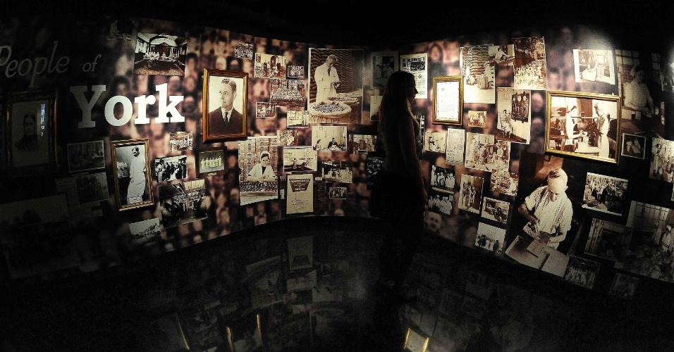 Exposição de fotos mostra a história da fabricação do chocolate, no Sweet Story em York, no Reino Unido