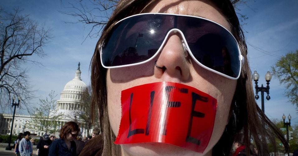 Norte-americanos dão continuidade aos protestos em frente à Suprema Corte dos Estados Unidos