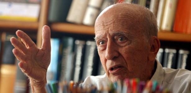 O escritor, desenhista, dramaturgo, poeta e jornalista Millôr Fernandes morreu aos 87 anos em sua casa, no Rio de Janeiro - Ricardo Moraes/Folhapress